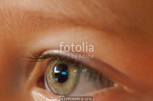 """""""Preciosos ojos verdes de bebé"""" Fotos de archivo e imágenes libres de derechos en Fotolia.com - Imagen 119536646"""