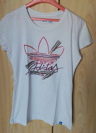 À vendre sur #vintedfrance ! http://www.vinted.fr/mode-femmes/hauts-and-t-shirts-t-shirts/36240689-tee-shirt-adidas