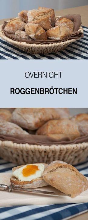 Eines meiner liebsten Brötchenrezepte - Overnight Roggenbrötchen. Ich backe sie gerne auf Vorrat. Aufgebacken schmecken sie wie frisch. Die Brötchen sind für uns ein Dauerbrenner zum Frühstück oder Brunch.