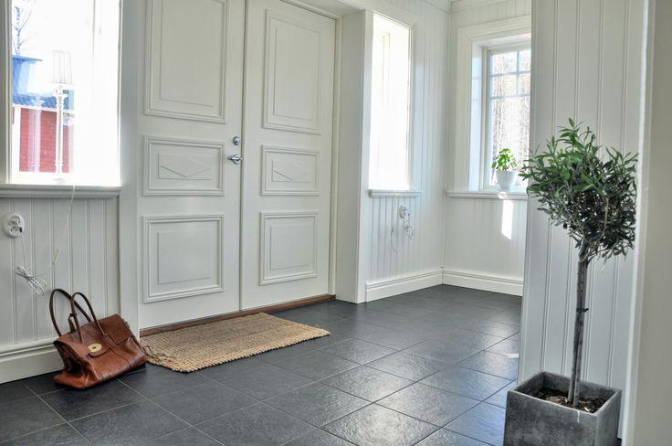 Beautiful clean entry foyer