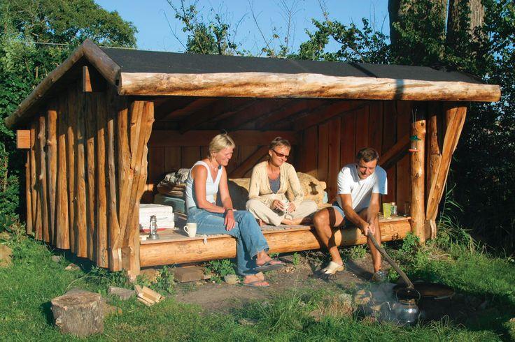 Byg et råt og flot shelter og kom helt tæt på naturen. Overnat ude eller brug det som grillhytte og udestue. Se her, hvordan du bygger shelter - trin for trin.