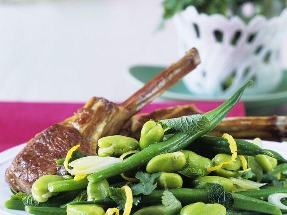 Lammkotelett mit Bohnensalat und Limettenvinaigrette ist ein Rezept mit frischen Zutaten aus der Kategorie Gemüsesalat. Probieren Sie dieses und weitere Rezepte von EAT SMARTER!