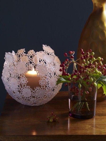 Dieses Windlicht ist für alle Romantiker und Shabby Chic Fans ein Muss! Mit unserer Anleitung können Sie es ganz einfach nachbasteln.