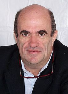 Colm Tóibín (en anglais : Tobin) est un romancier et un journaliste irlandais né le 30 mai 1955 à Enniscorthy, Comté de Wexford. En tant qu'écrivain, il a reçu plusieurs prix littéraires. C'est l'auteur de nombreux ouvrages de fiction et d'essais, tout comme il contribue à des journaux et des revues. Il a obtenu le prix E. M. Forster, en 1995, de l'American Academy of Arts and Letters. Il est membre d'Aosdána, une organisation irlandaise de promotions des arts. Il vit en Irlande.