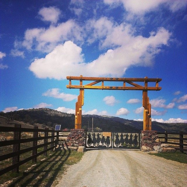 @shmatt22... Its a beautiful day out today!!! #ranch #cowboy #april #sky #gate #thelife #stallionsprings #ca #cityboy #heaven