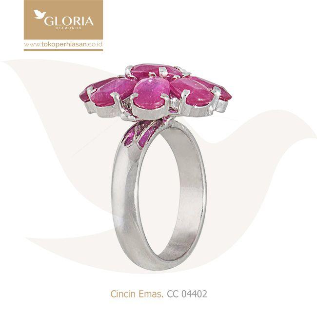 Cincin Emas Putih Variasi Motif Bunga Warna Merah Muda. #goldring #goldstuff #gold #goldjewelry #jewelry #engagementring #perhiasanemas #cincinemas #tokoperhiasan #tokoemas