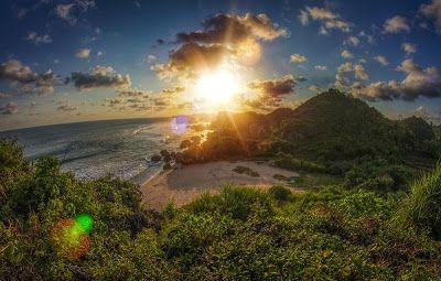 PERGIPEDIA  - Pantai Ngerumput Spot Baru Untuk Camping Di Gunung Kidul Jogjakarta . Bermain di pantai berpasir putih merupakan suatu hal ...