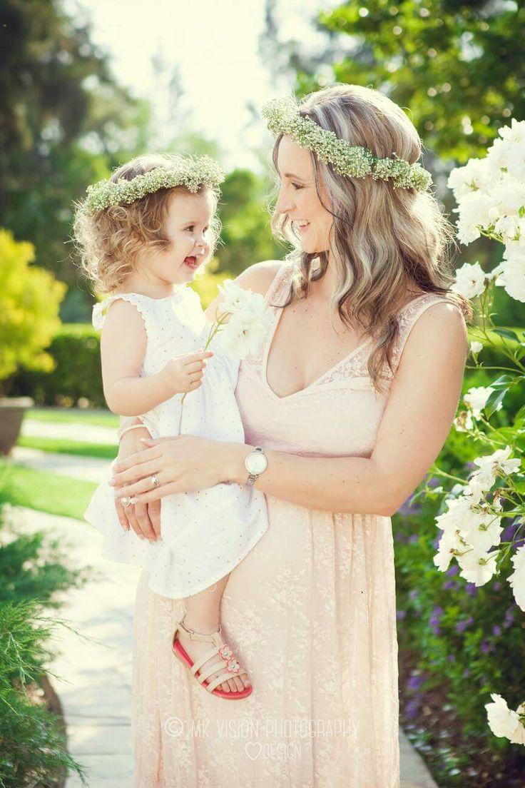 Sibling pregnancy shoot