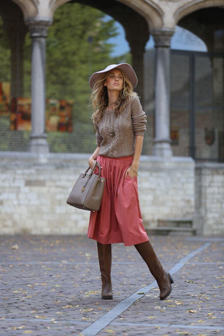 Inspiration: Trend Colour Brown http://www.omoda.nl/dames/laarzen/lange-laarzen/via-vai/bruine-via-vai-lange-laarzen-131322-50102.html