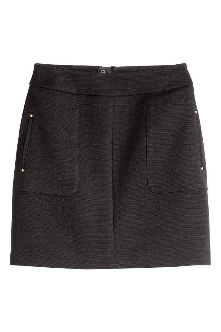 Falda corta y cachetero negro muy buena combinacion 9