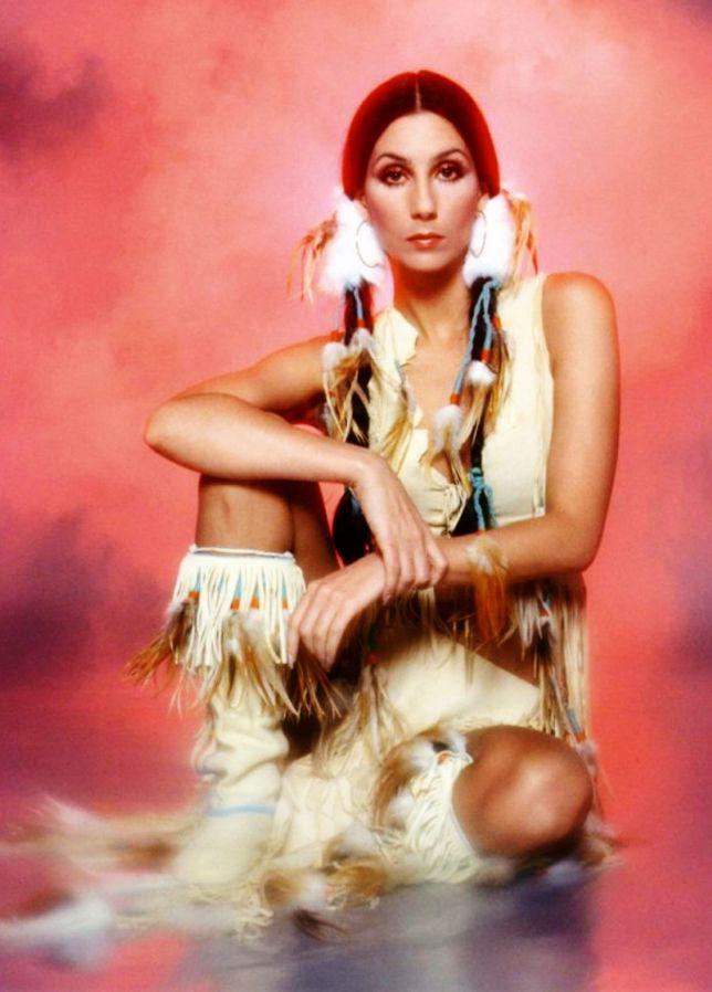 524dc8b5c7 As Mil Faces de Cher