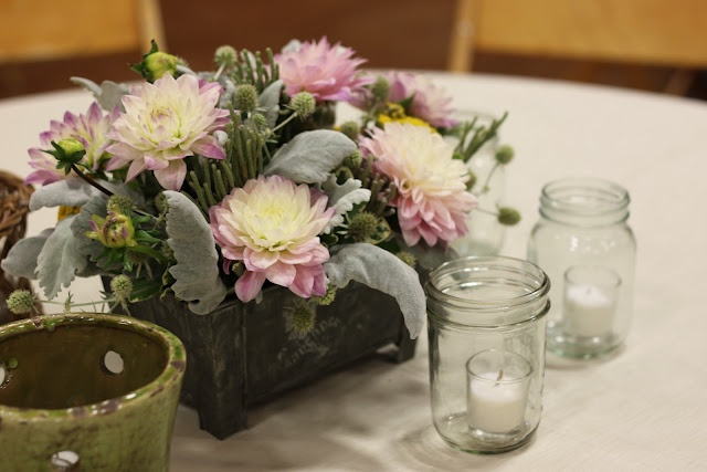 Small table arrangement in rustic tin container - Details Weddings & Events