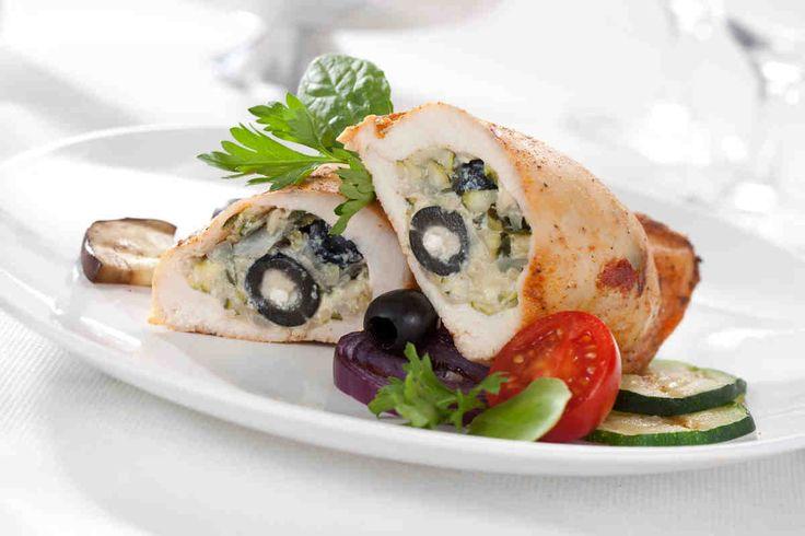 Filet z kurczaka faszerowany cukinią i oliwkami #smacznastrona #przepisytesco #kurczak #cukinia #oliwki #mniam #food