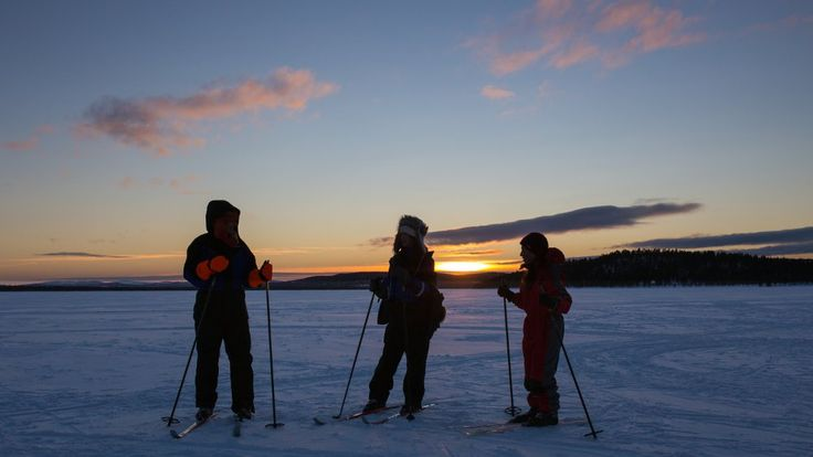 Four days full of snowfun in polar night! Husky and snowmobile tour, reindeer herding and your favorite winter sports: cross country skiing, snowshoeing, kick sledging or toboggan sliding. Not forgetting the daily sauna.