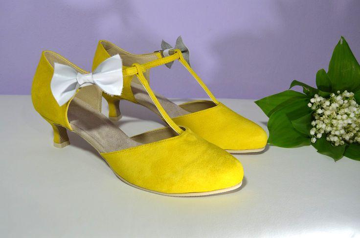 Svatební boty retro styl Model Tina T-styl. Exkluzívní kůže velur žlutá + bílá mašle. svatební boty, svatební obuv, svadobné topánky, svadobná obuv, obuv na mieru, topánky podľa vlastného návrhu, pohodlné svatební boty, svatební lodičky, svatební boty na nízkém podpatku, nude boty, boty v telové barvě, svatební boty na nízkém podpatku, balerínky, pohodlné svatební boty, Retro svadobné topánky žltá + biela