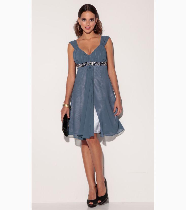 Trajes y vestidos de campana con escote redondo