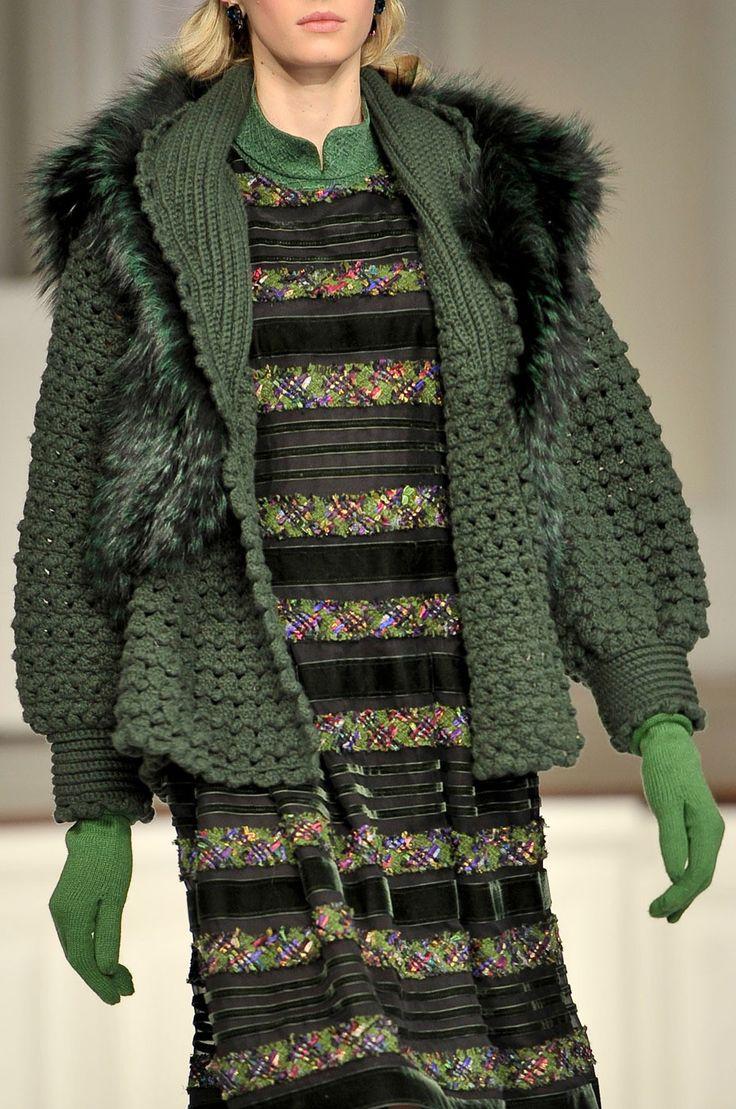258 details photos of Oscar de la Renta at New York Fashion Week Fall 2011.