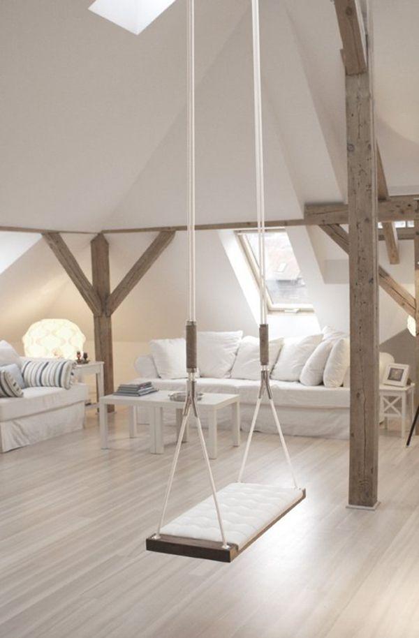 Mooie #landelijke #leefruimte op #zolder met #schommel voor de kinderen. #attic #white #swing