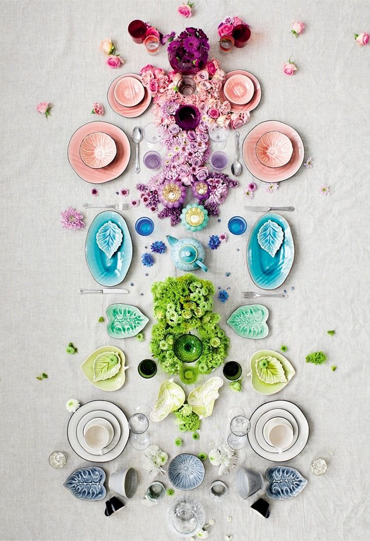 the best color scheme tablescape i've seen in a while {so pretty it could be art}
