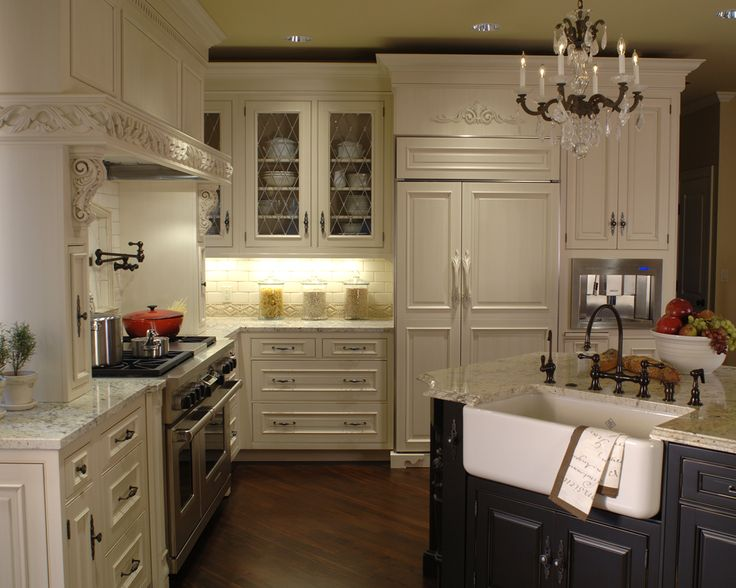 Traditional french kitchen mosaik design remodeling for Traditional french kitchen design