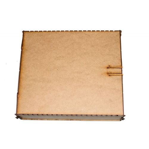 Estas cajas están pensadas para ser el mejor complemento de coleccionistas para juegos como Magic The Gathering, YuGi-OH! O cualquier otro juego de cartas o colección en un tamaño de carta estándar. Se presentan en madera o prepintadas en 4 colores distintos, así como dos tamaños diferentes, grande para +4000 cartas y pequeño para +1000 cartas, todas las prepintadas contienen divisores de metacrilato, por lo que puedes dividir todo el espacio en los diferentes carriles y mantener tu…