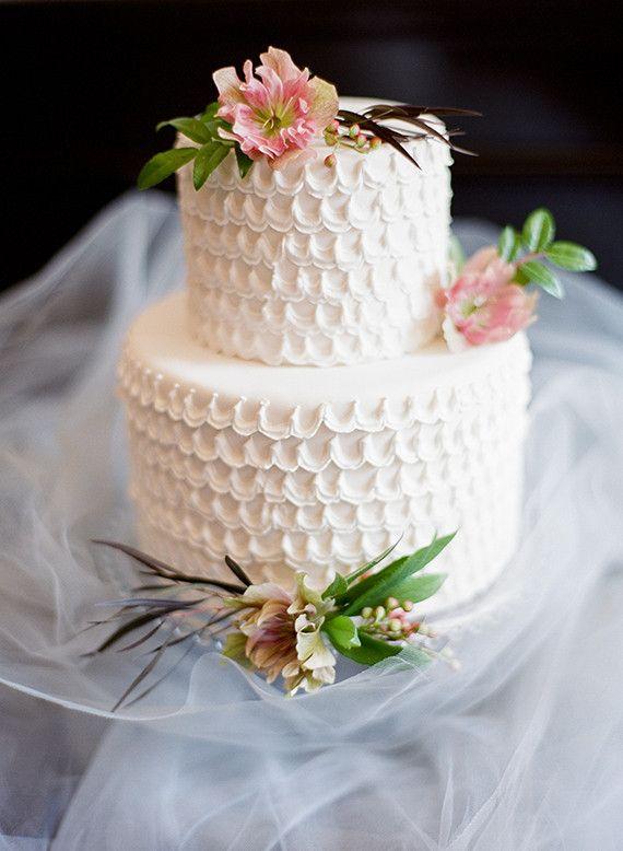 Lythwood loves this White wedding cake by Erica Obrien! <3 #Lythwood #weddings #cake www.lythwoodweddings.co.za