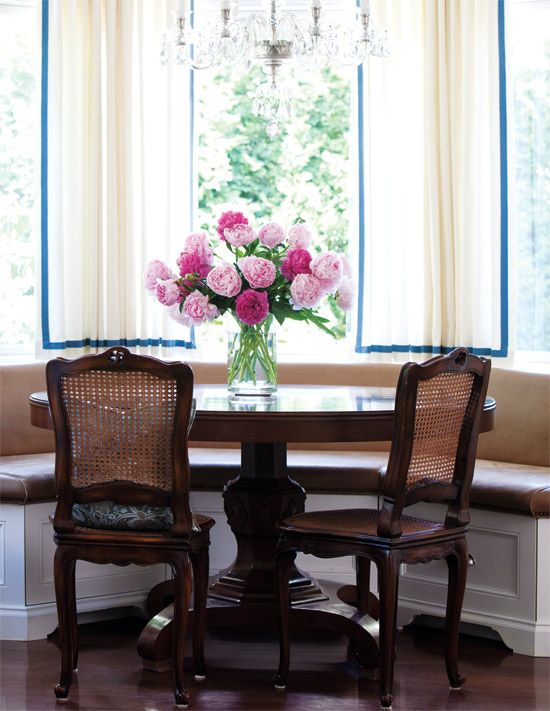 another idea for bay window in breakfast nook //for the shape and layout (not hte chairs or table styles)