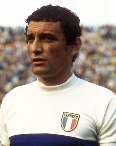 Gigi Riva with Italian national shirt