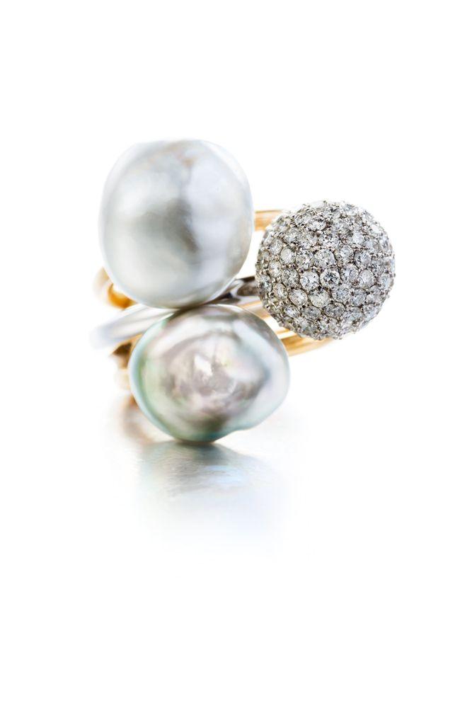Baroque Tahitian pearls & yellow gold / Diamonds & white gold#ateliertorbjorntillander #jewellery #jewelry