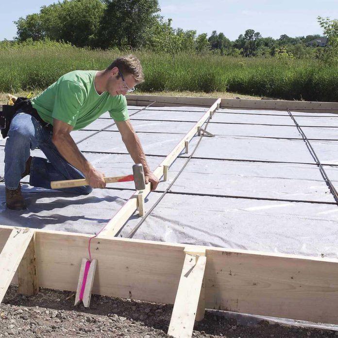 How To Pour A Concrete Slab Successfully The Family Handyman Concrete Slab Pouring Concrete Slab Diy Concrete Slab