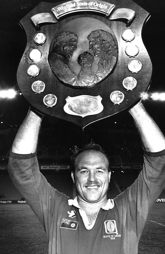Wally Lewis lifts the State of Origin NRL Shield after Queensland's 1988 cleansweep.