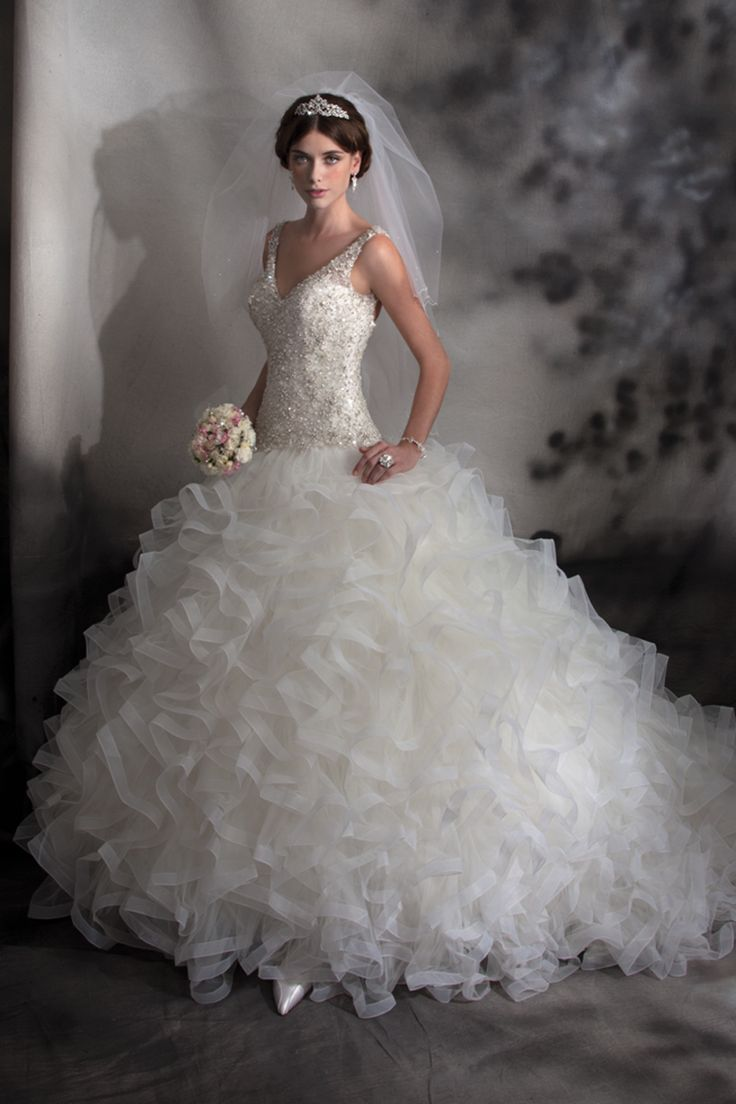 Best 25  Karelina sposa wedding dresses ideas on Pinterest ...