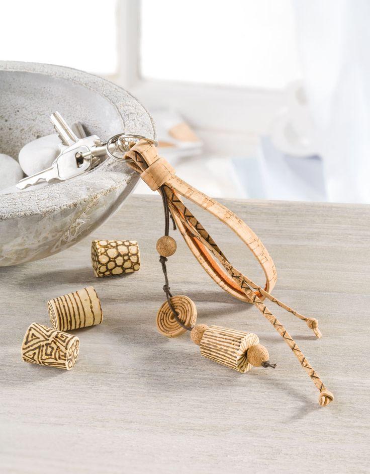 """Kork-Schlüsselanhänger (Idee mit Anleitung – Klick auf """"Besuchen""""!) - Hier ist jeder Schlüsselanhänger ein besonderes Unikat! Der Phantasie sind beim Gestalten keine Grenzen gesetzt. Eine super Geschenkidee für den Vatertag!"""