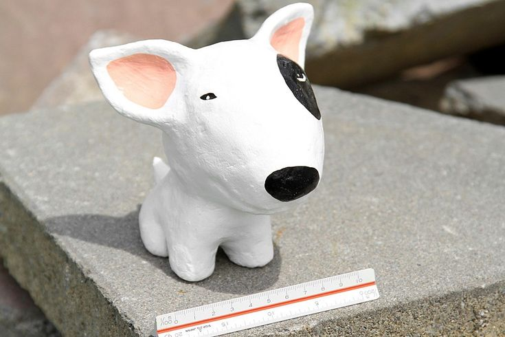 Perro de papel maché. Lo mejor es que está hecho de papel reciclado al 100 %   -   Paper mache dog. The best part is that they're made from 100% recycled newspaper ...