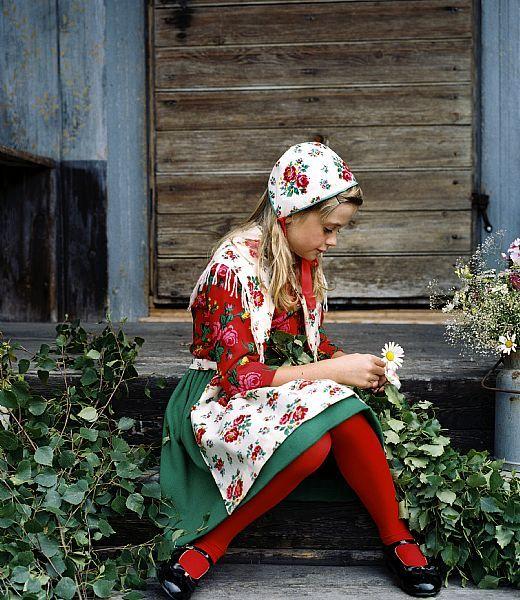 Girl's folk dress from the Dalarna province, Sweden