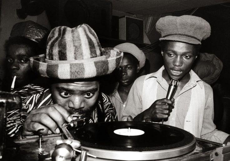 Jean Bernard Sohiez : Coxsone International sound system, featuring Festus Coxsone (left).