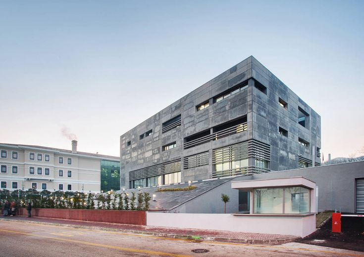 Branch Office In Bursa / Yalin Architectural Design + Denge Architecture
