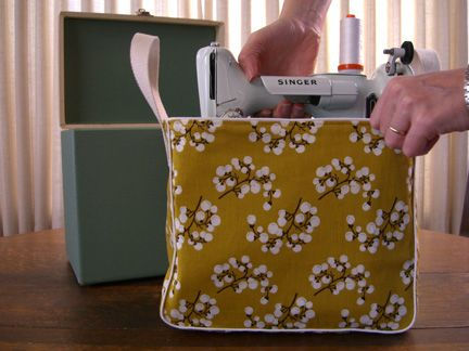 featherweight tote tutorial. Fits inside original case. Upside down it doubles as cover.