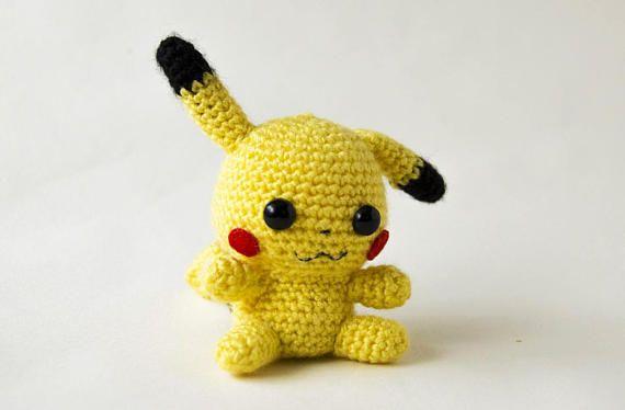 _________________________________________________  Amigurumi chibi inspirado en el Pokemon Pikachu.  ►Medidas aproximadas: 10 cm de alto 10 cm de ancho 10 cm de profundo  ►Materiales: Lana acrílica Fieltro Relleno de fibra sintética Ojos de seguridad Hilo de coser  ►Se trata del muñeco solamente, no del amiibo, si quieres comprar el amiibo de Kirby, puedes encontarlo en este link: https://www.etsy.com/listing/522560301/amigurumi-pikachu-amiibo-pikachu-amiibo?ref=...
