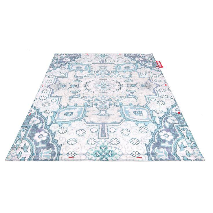 Mix en match! Met de Fatboy Non Flying Carpet kun je alle kanten op. De print is trendy en supersfeervol. Daarnaast kun je meerdere vloerkleden met de rode buttons aan elkaar knopen. Maak waanzinnige creaties met de verschillende dessins!