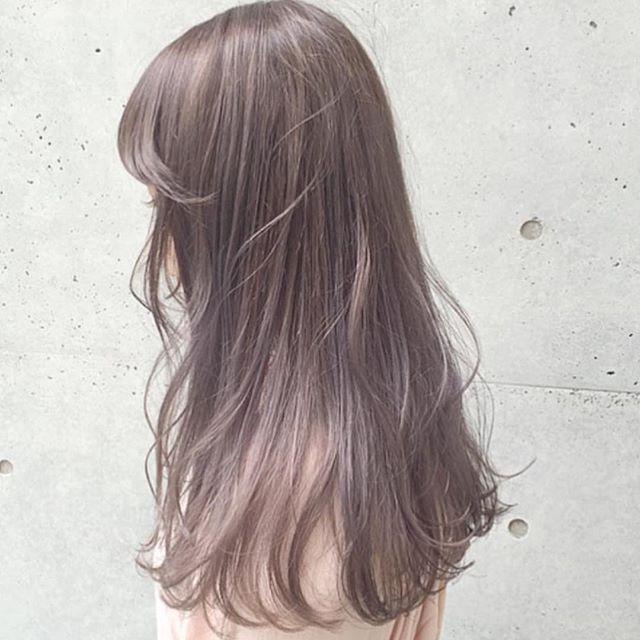 触ってみたくなる透明感 ミルクティーカラーで作る柔らかヘアスタイル