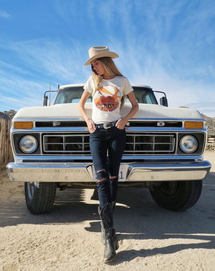 Sedona Fitted Tee – Electric West