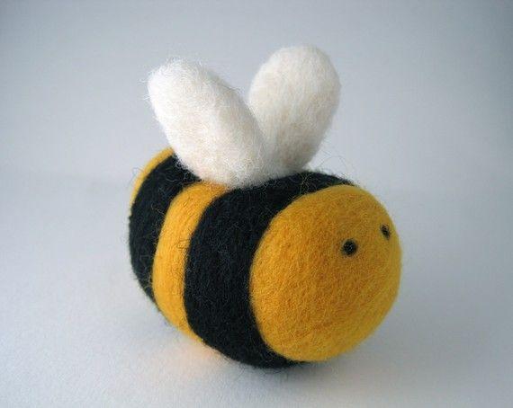 Ridiculously cute felt bumblebee by EartotheEarth