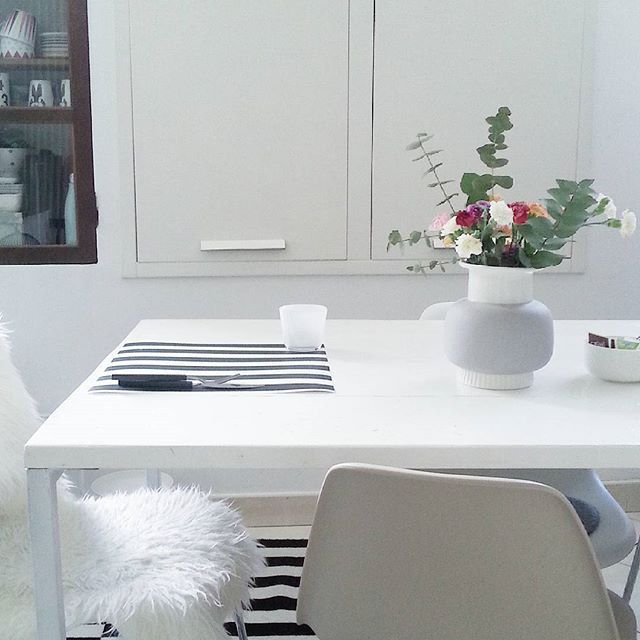Today is for relax #myhome #whitetable #dining #nordicinspiration #nordiclove #blackandwhite #minicasa #adcminicasa #casafacilestyle