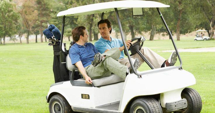Como comprar um carrinho de golfe usado. Embora os carrinhos de golfe ainda sejam usados principalmente em campos de golfe, eles saíram de dentro desses espaços. Em asilos, os moradores usam esses carrinhos para jogar uma partida de golfe, fazer compras e visitar os vizinhos. Em locais de trabalho, os carrinhos de golfe são usados por seguranças, transportam suprimentos e até pessoas ...