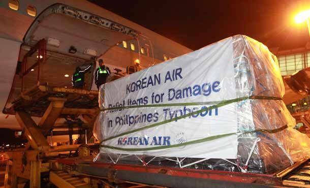 Hilfsbereitschaft kennt keine Grenzen. Namhafte Fluggesellschaften wie Korean Air bringen Hilfsgüter auf die Philippinen. http://www.travelbusiness.at/airlines/korean-air-taifun-hilfsgueter-philippinen/0013677/