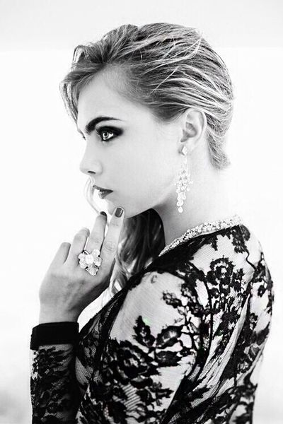 Cara Delevingne in dramatic eye makeup that really helps pop those beautiful…