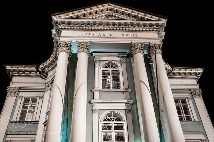 """La Gran Polonesa """"Heroica"""" - Escucha... Gran Polonesa- Heroica http://www.youtube.com/watch?v=BfToAFuLHYk Os invito a que escucheís esta Gran Polnesa de Chopin toda una gran maravilla queridos Amigos. Este edificio nocturno es de la ciudad de Praga es un Teatro su majestuosidad me ha invitado a poneros esta musica deseo que lo disfruteis. Un fuerte abrazo para Todos"""
