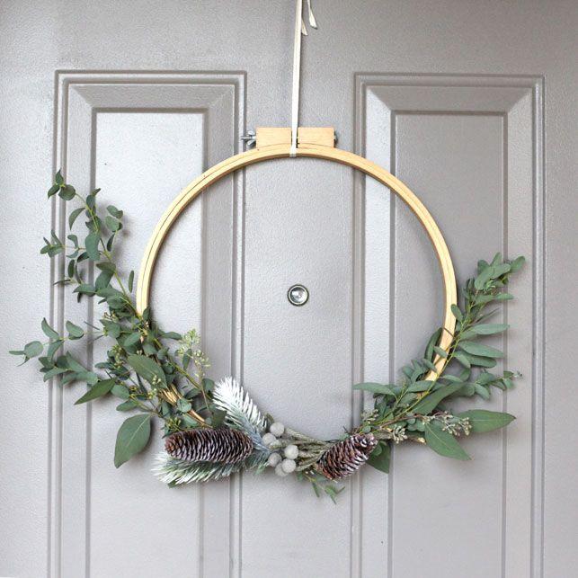DIY : A Modern Holiday Wreath - www.elliefunday.com