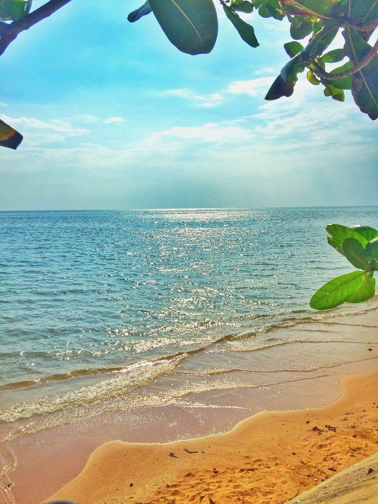 Rest in my heart ... #sea #sand #sky #cloud #beach #bluesky #clearsky #ilovesky #HDR #Chanthaburi #Thailand #หาดคุ้งวิมาน #ท้องฟ้า #ทะเล #หาดทราย #สายลม #สองเรา(!!!)